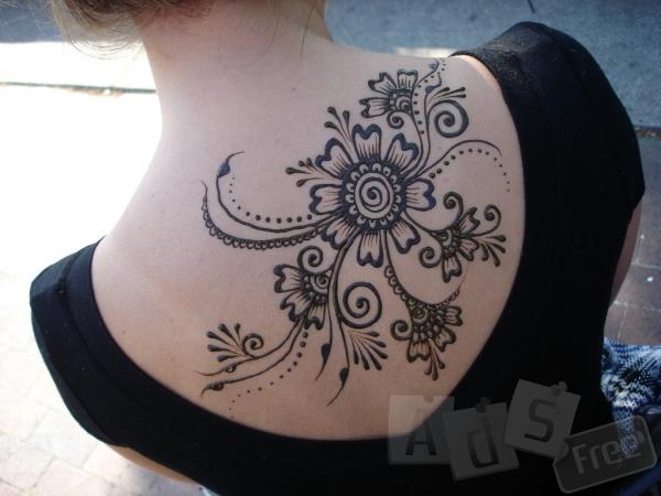 Тимчасове татуювання хною