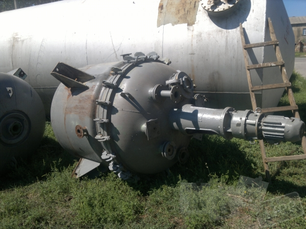 Продам реактор эмалированный