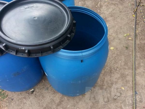 Продам 200 литровые пластмассовые бочки