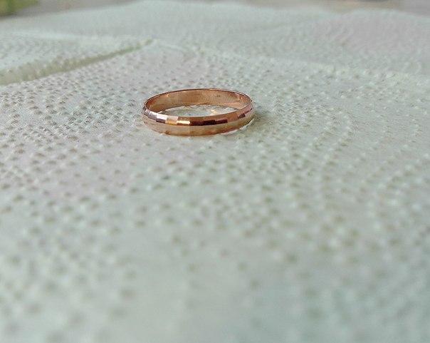 Кольцо с золотым покрытием.