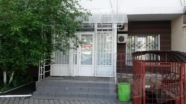 Фасадное нежилое помещение продажа