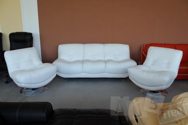 Кожаный диван + 2-а кресла.