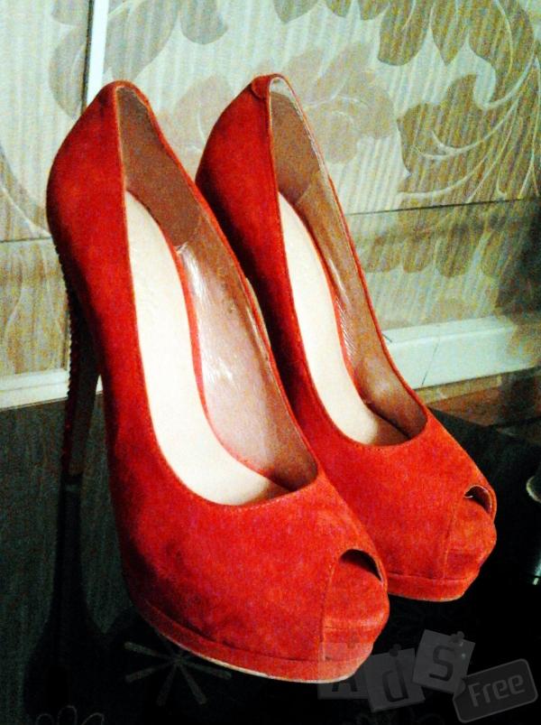 Продам туфли женские фирменные