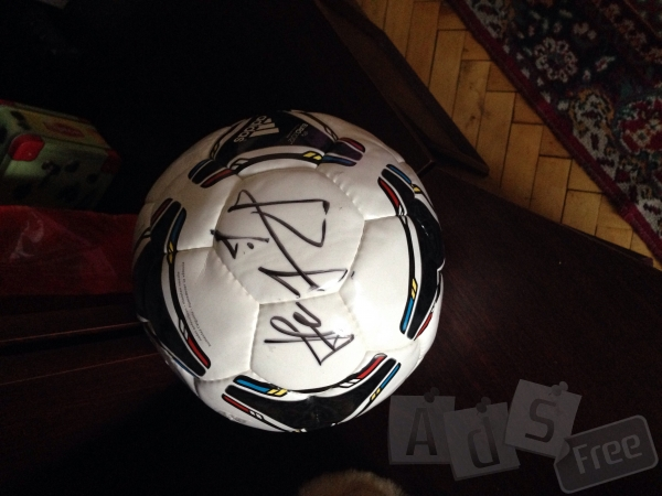 Продам мяч с автографом Андрея Шевченко