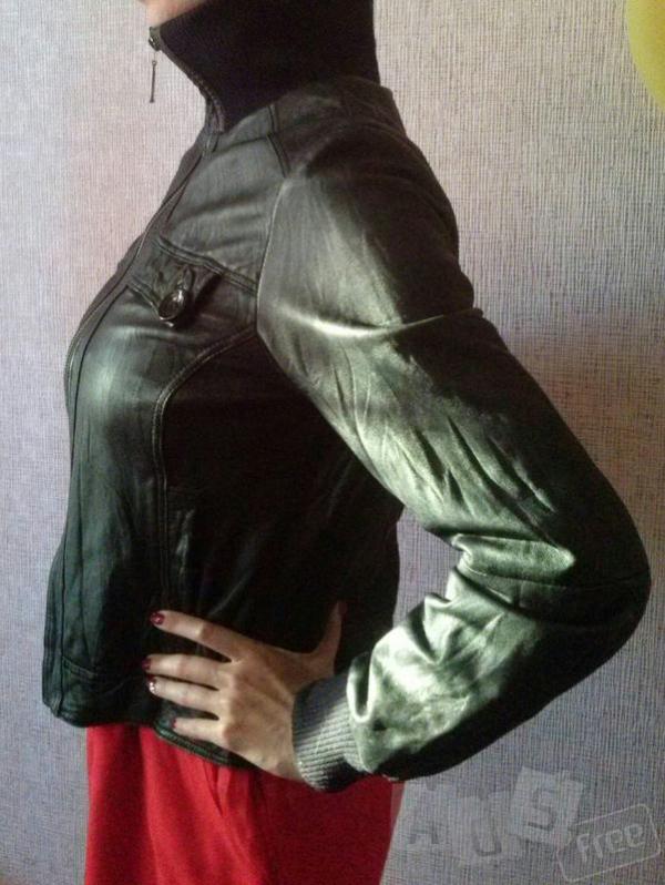 Кожаная курточка черного цвета