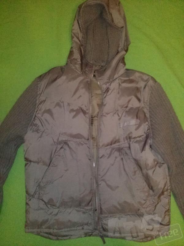 Зеленая куртка-ветровка
