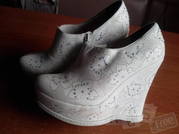 Белые туфли-ботильоны
