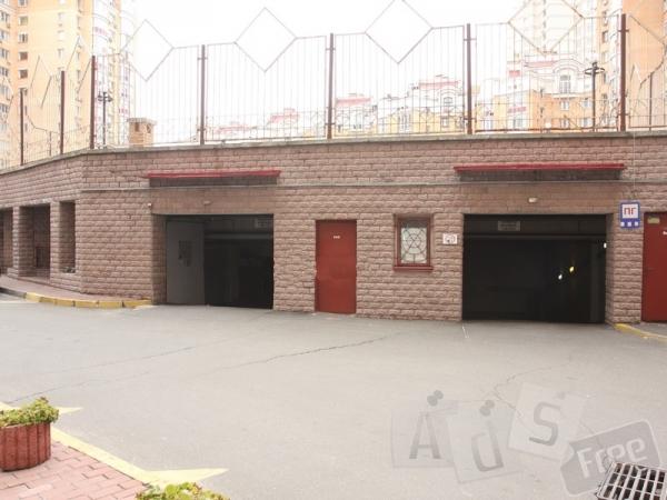 Продается парко-место в охраняемом подзе
