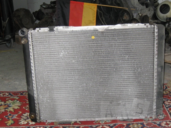 Радиатор Mercedes 190
