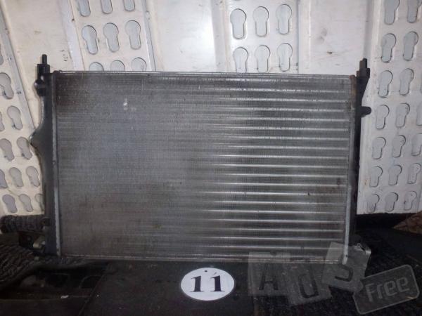 Радиатор Renault 19
