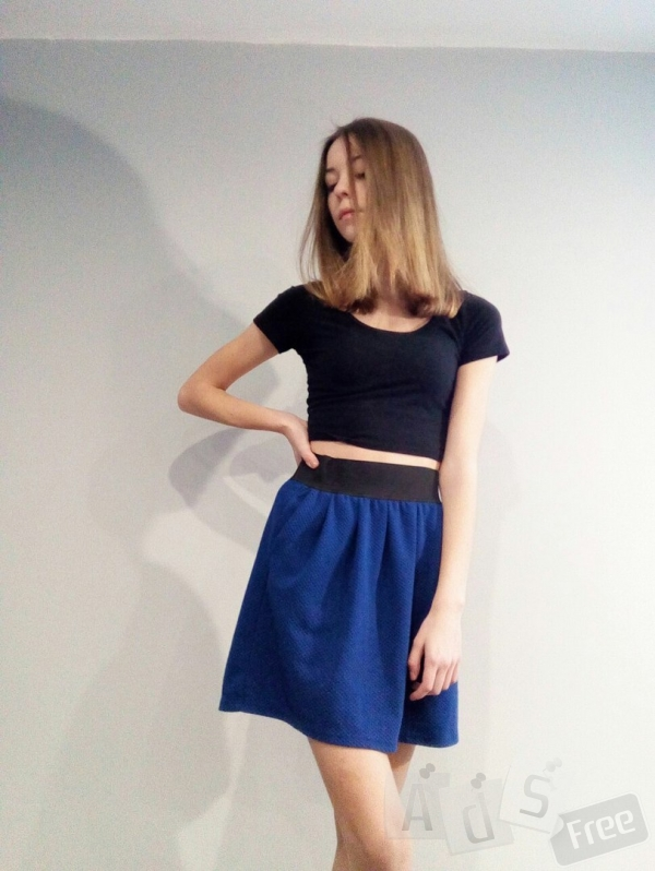 Синяя юбка с карманами