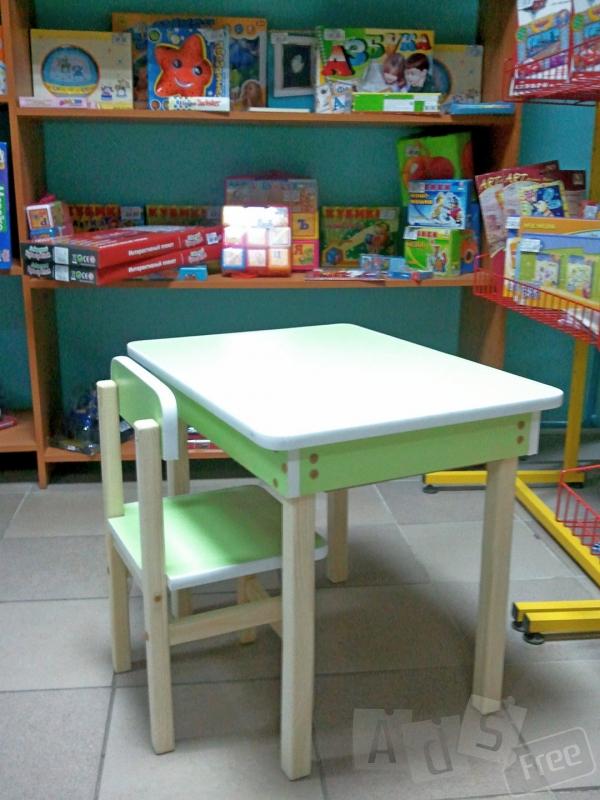 Детский стол с пеналом и стульчик. Акция
