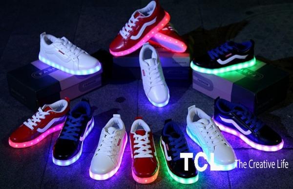 Продажа кроссовок со светящейся подошвой