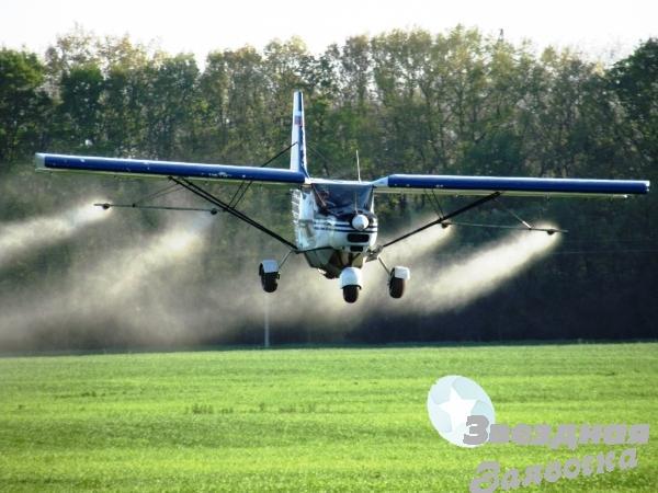 Гербіцидна авіаобробка дельтаплан літак