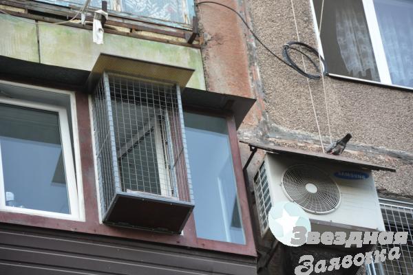 Вольер для кошек на окно.