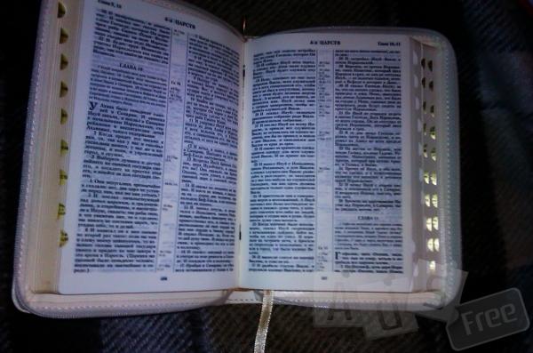 Подарочная Библия в переплете, тиснение