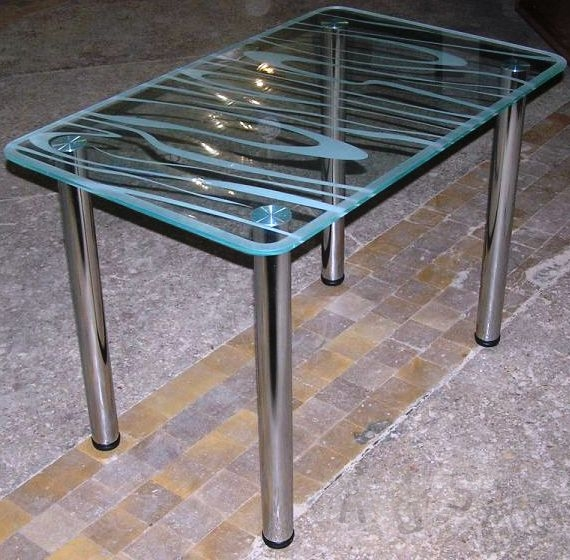 Изготовление стеклянных столиков с разными видами декора.