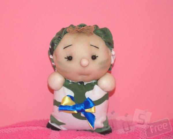солдатик, іграшка з капронових носочків