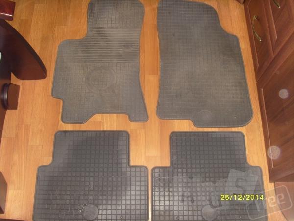 Продам резиновые коврики в салон Ланос.