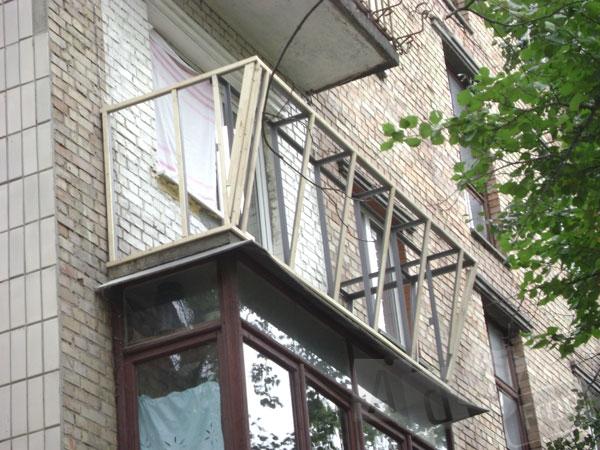 Обшивка балконов сайдингом