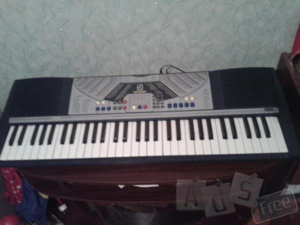 Электронный инструмент пианино