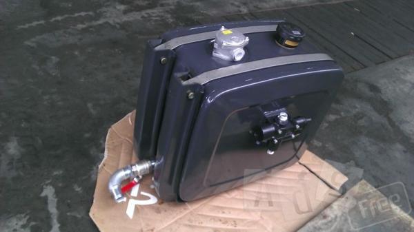 Бак гидравлики для тягача MERCEDES BENZ.