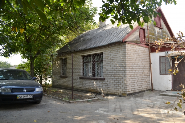 Продаётся дом с уч. 10 соток в центре