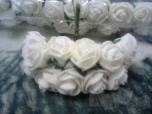 Белые розы 12шт в пучке