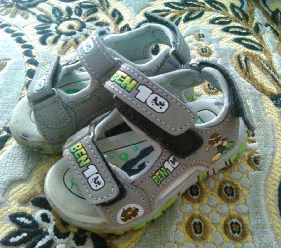 Продам детские сандальки