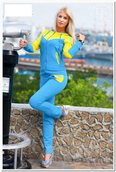 Спортивный костюм в национальных цветах