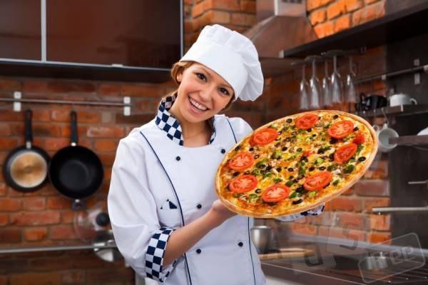 кухня-пиццерия с современным оборудов