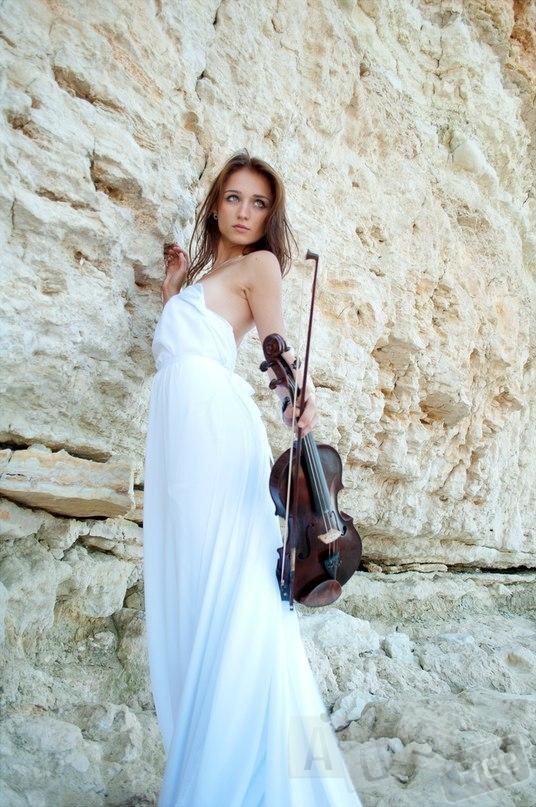 Скрипачка на праздник;живая музыка