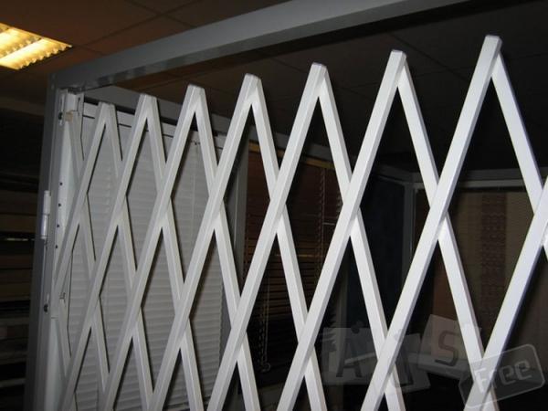 Решетки металлические раздвижные