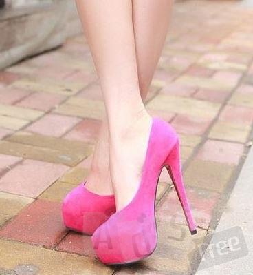 розовые замшевые туфли