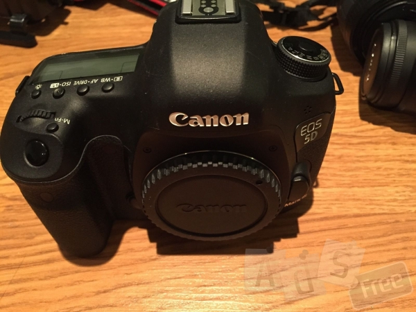 Canon EOS 5D Mark, Nikon D700